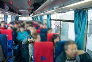 本社出発組のバスです
